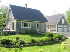 424 Old County Rd, Sedgwick, ME 04676