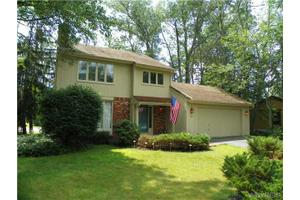 70 Little Robin Rd, Amherst, NY 14228