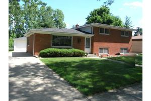 430 W Crystal Ave, Lombard, IL 60148