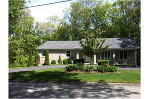 10 Indian Valley Dr, Johnston, RI 02919