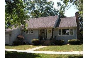 301 S Grant St, Westmont, IL 60559