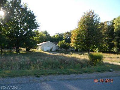 3699 Cloverville Rd, Fruitport, MI 49415