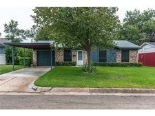 3248 Earle Dr, Haltom City, TX 76117