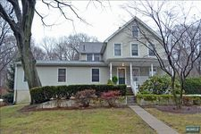 264 Lakeview Dr, Ridgewood, NJ 07450