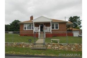 2409 Chesapeake St, Staunton, VA 24401
