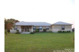 228 Country View Ln, Floresville, TX 78114