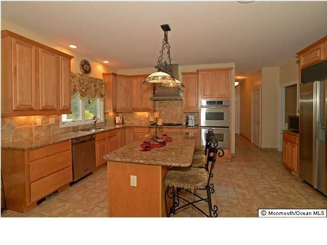 15 appaloosa dr manalapan nj 07726 for Kitchen cabinets 07726