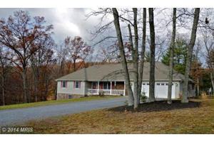 389 Crooked Pine Ln, Berkeley Springs, WV 25411