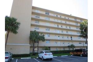 5700 NW 2nd Ave Apt 101, Boca Raton, FL 33487
