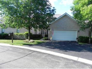 1124 Pine Oaks Cir # 13, Lake Forest, IL 60045