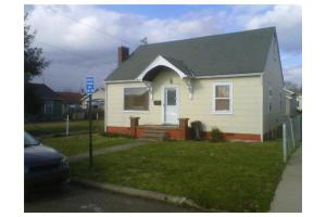 913 9th St, NITRO, WV 25143