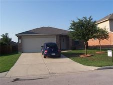 203 Mossy Rock Dr, Hutto, TX 78634
