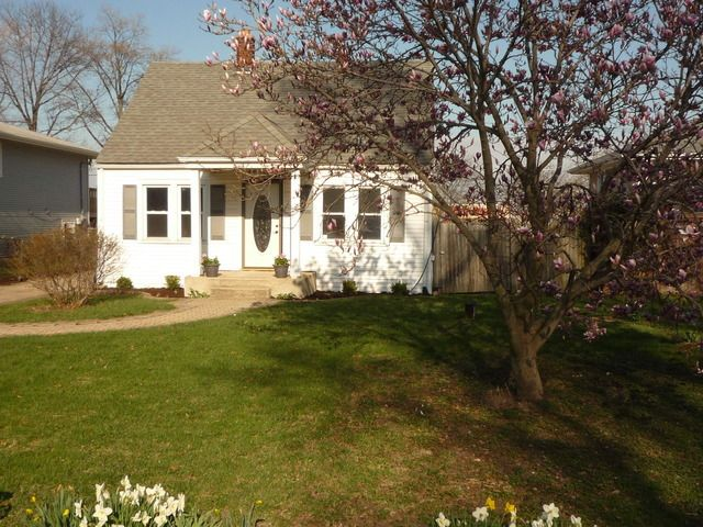 4111 N Lincoln St Westmont Il 60559 Realtor Com 174
