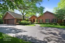 25 Overlook Dr, Golf, IL 60029