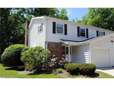 38 E Carriage Dr, Chagrin Falls, OH 44022