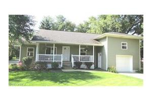 384 Killian Rd, Akron, OH 44319