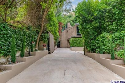 8305 Lookout Mountain Ave, Los Angeles, CA 90046