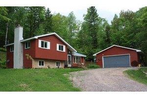 1025 Cherry Creek Rd, Marquette, MI 49855