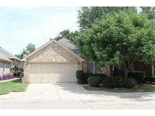 2237 Wembley Wood Ln, Bedford, TX 76022