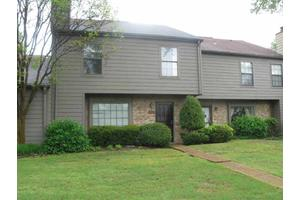 8121 W Ravenhill Dr, Germantown, TN 38138