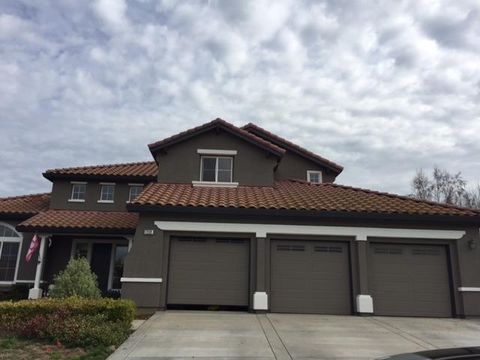 1232 Brook View Ct, Hollister, CA 95023