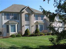 6237 S Applecross Rd, Highland Heights, OH 44143