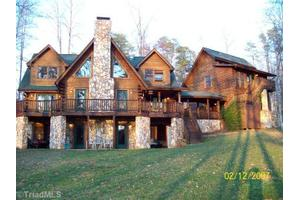 340 Lake Point Ln, Belews Creek, NC 27009