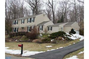 691 Twin Bridge Dr, Wayne, PA 19087