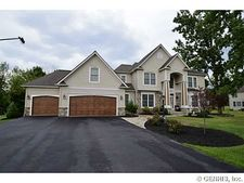 28 Starcrest Ln, Penfield, NY 14580