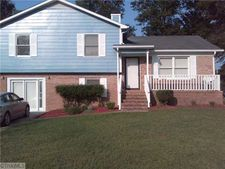 4 Esquire Ct, Greensboro, NC 27405