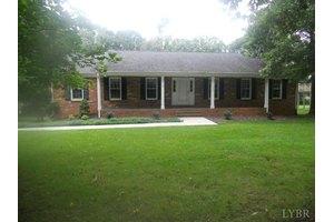 1040 Farfields Dr, Lynchburg, VA 24502