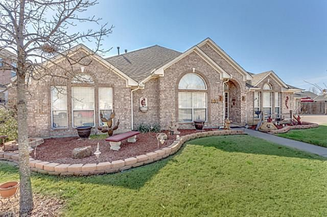 1004 Garden Ridge Dr, Burleson, TX 76028