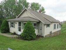 1177 Lake Center St Nw, Uniontown, OH 44685