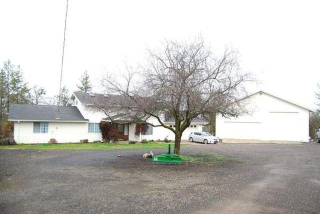 1056 Lexington Dr, Eagle Point, OR 97524