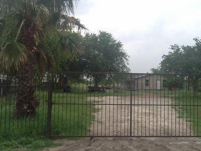 1525 Bauer Rd, Robstown, TX