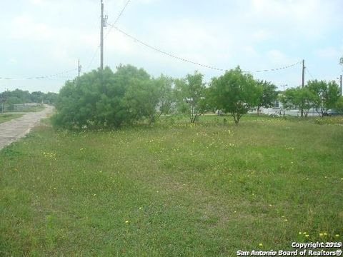 Photo of 193 County Road 5633, Castroville, TX 78009
