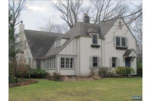 60 Sherwood Rd, Ridgewood, NJ 07450