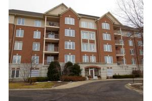 640 Robert York Ave Apt 404, Deerfield, IL 60015