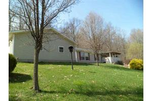 10203 E Dobson Rd, Bloomfield, IN 47424