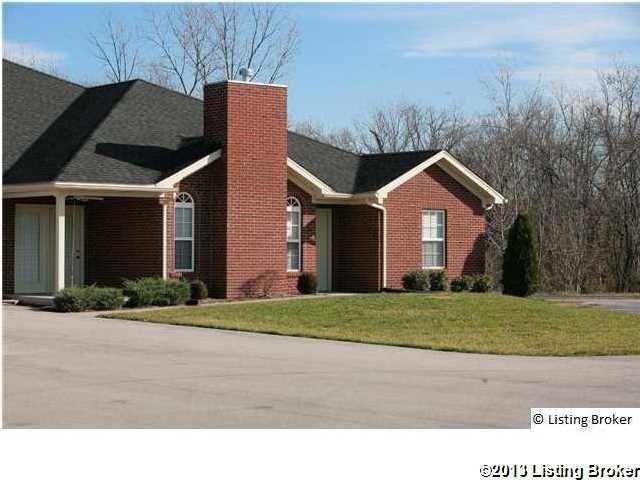 5026 Woodridge Lake Blvd, Louisville, KY 40272
