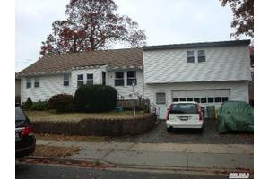 15 11th Ave, Farmingdale, NY 11735