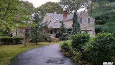 12 Groveland Ave, East Quogue, NY 11942