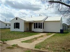 441 W Cypress St, Cross Plains, TX 76443