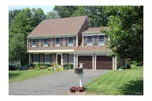22 Fieldstone Cir, Stamford, CT 06902