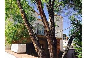 2822 Queens Courtyard Dr, Las Vegas, NV 89109