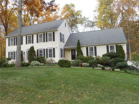 31 Old Miller Ln, Guilford, CT 06437