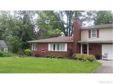 46 Crescent Dr, Orchard Park, NY 14127