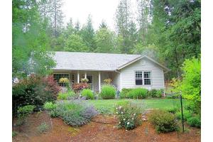 2033 Pine Grove Rd, Rogue River, OR 97537