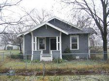 206 N 2nd St, Windom, TX 75492