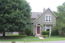 12 S Mchenry Ave, Crystal Lake, IL 60014